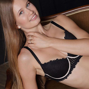 Caio book young and shy escort hooker for man change after 30 minutes as well as flirting with Escort Berlin 24h sex