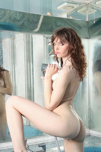 Liebgard Hobby Anfängerin für Rollenspiele Spezial bei der Partnersuche über Escort Berlin Modelagentur diskret Sex treffen vereinbaren