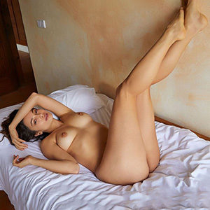 Sindy single model for submissive soft and commercial love book sex today via escort Berlin agency