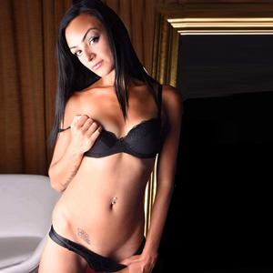 Alexandra - First Class Anal Service Bulgarin zierlich
