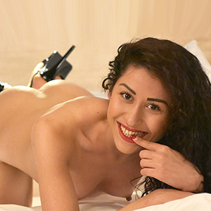 Alina - Teen Nymphomanin in Berlin sucht Sex Partner für Hotel Dates