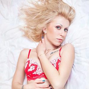 Anja - Privatnutten aus Lettland bei Rotlichtanzeige bietet auf Wunsch Straps & High Heels an