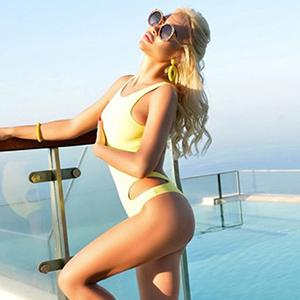 Arianna - Blonde Ladie Brandenburg 24 Jahre Anfängermodel Latex & Gummi