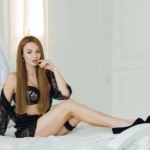 Cherry - Erstklassige Private Ungarin in sexy Dessous bei Escort Berlin bestellen