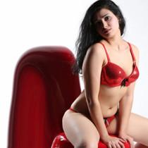 Debbie - Vollbusige Teenie Frau sucht Sex in der City