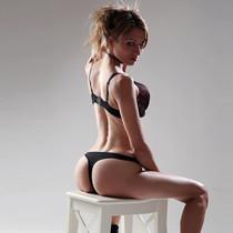 Elena - Blonde Schlanke Frau sucht Sex mit Paaren