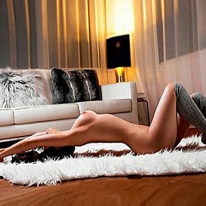 Ester - Anfängermodel Escort Model in Mülheim NRW für Sexuelle Öl Massage buchen