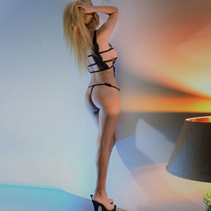 Felicia - Top Escortmodel Berlin sucht diskreten Seitensprung im Hotel