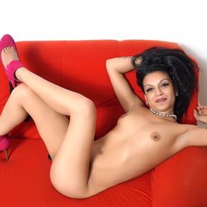 Jacqueline - Elegante Hostessen mit kleinen Titten suchen Sex