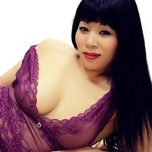 Escort AO Huren aus Asien Klein und Zierliche Chinesin