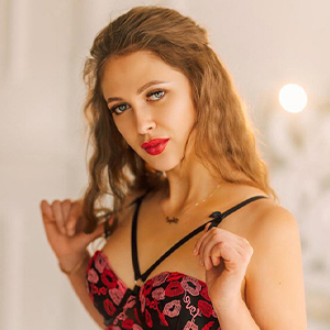 Mary - Hostessen bei Happy Hour Escort Berlin heizt mit Striptease an