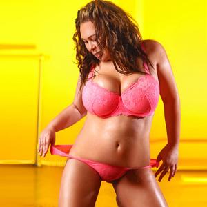 Mia – Vielseitiges erotisches dicke Titten Model bestellen