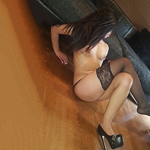 Naomi - Elegant Beauty & Spoiled Hobby Model