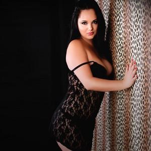 Ornela - Leicht gekleidete Girls suchen Sex mit einem Mann