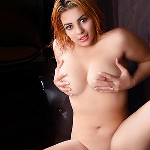 Samantha - Vollbusige Escort Sie sucht Sex von hinten im Motel LKW PKW