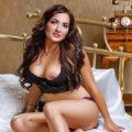 Saphir - Modelle aus Niederlande bei Partnersuche widmet sich der heißen Öl Massage zu