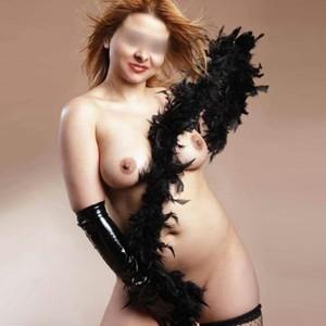 Selena - Vollschlanke Nymphomanin mit geilen rundungen