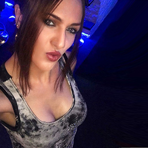 Trans Pamela - Sex mit TS TV Ladyboy schöne feste Titten